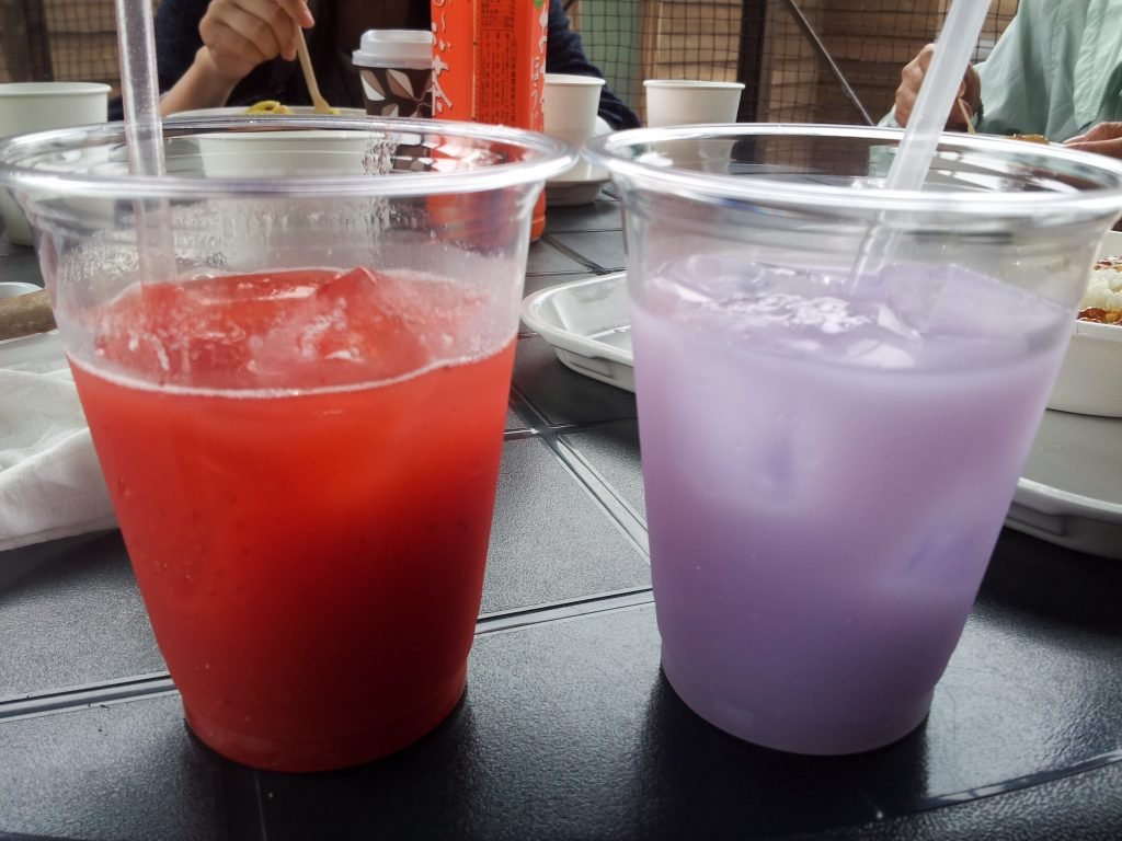 ファーム富田ラベンダーカルピスといちご果汁ジュース